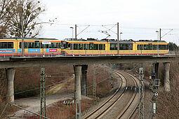 """Haltestelle """"Hubstraße"""": Hier wurde der E-Scooter auf die Gleise gestellt. Foto (Archiv): cg"""