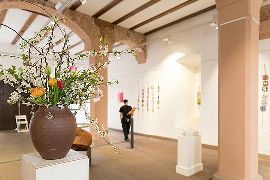 """23 Kunstausstellung """"ERBLÜHEN"""" im Rathausgewölbe - Arbeiten der Künstler/innen Azusa Takaso, Carola Krastinat und Edgar Müller. (24 Fotos)"""