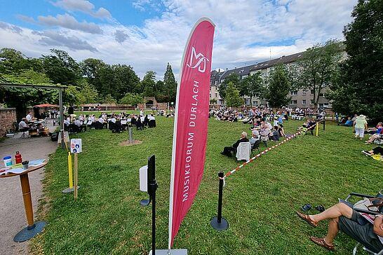 31 | SommerSerenade des Musikforums Durlach - In diesem Jahr fand das beliebte Abendständchen des Musikforums auf dem Weiherhofgrünzug statt. (41 Fotos)