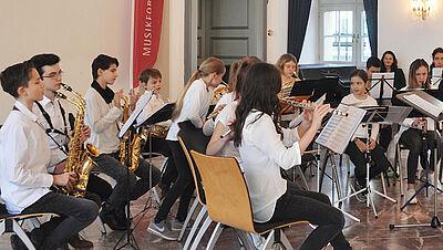 Jugend musiziert für ältere Mitbürger. Foto: pm