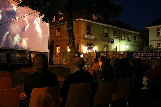 August - Endlich wieder Kino in Durlach: Seit 2008 findet im August das Sommerkino auf dem Saumarkt statt.