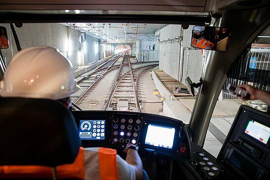 28 Kombilösung: Testfahrt im Tunnel - Durlacher.de hatte die spannende Gelegenheit, den Mitarbeitern der Kombilösung über die Schulter zu blicken. (1 Video/6 Fotos)