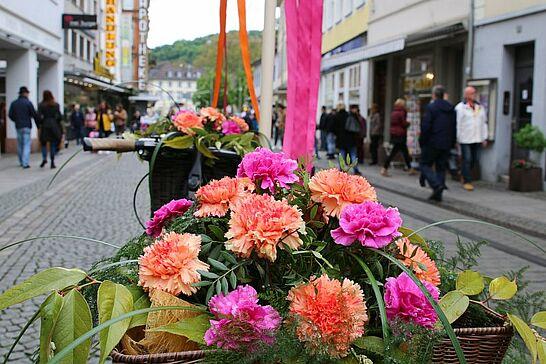 """07 Verkaufsoffener Sonntag: """"Durlach blüht auf ..."""" - Unter dem Motto """"Durlach blüht auf ..."""" konnte in der Durlacher Altstadt sonntags eingekauft werden. (61 Fotos)"""