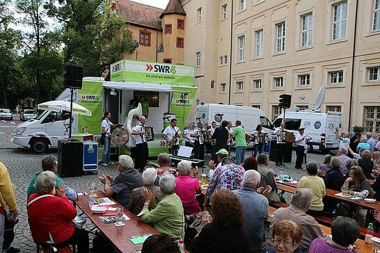 19 SWR4 Sommererlebnis zu Gast in Durlach - Puppenspieler, starke Männer und edle Tropfen – Radio zum Anfassen vor der Karlsburg. (72 Fotos)