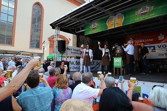 13 Durlacher Altstadtfest – Eröffnung - Das 42. Durlacher Altstadtfest wurde bei schönstem Alstadtfest-Wetter durch unseren Oberbürgermeister eröffnet. (85 Fotos/1 Video)