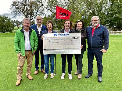 23.500 Euro für den guten Zweck! Das Organisationsteam des 2. Durlacher Business Golf Cups ist stolz auf das Ergebnis. Foto: pm
