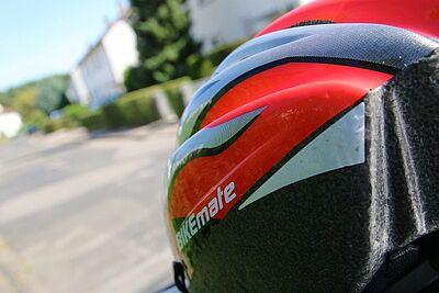 Helm tragen. Vorbild sein. Foto: cg