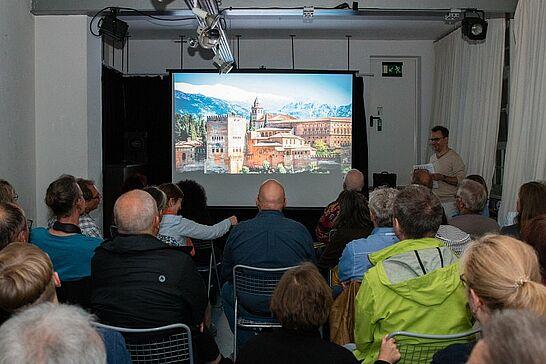 September - Die Orgelfabrik lud zum 1. Durlacher Travelslam ein, in Aue gab es das 10. Hansafest und der Turmberglauf feierte sein 25-jähriges Jubiläum. (6 Galerien)
