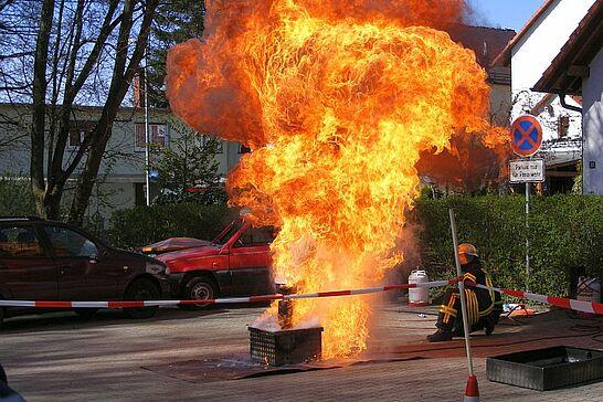 01 Tag der offenen Tür bei der FF Aue - Die Freiwillige Feuerwehr Karlruhe Abteilung Aue lud die Bevölkerung in ihr Gerätehaus in der Ostmarkstraße ein. (13 Fotos)