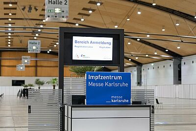 Empfangsbereich des Zentralen Impfzentrums in der Messe Karlsruhe. Foto: cg