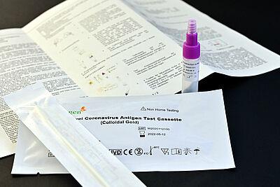 Die Stadtverwaltung stellt für die öffentlichen Schulen bis zu den Osterferien 75.000 Selbsttests zur Verfügung. Foto: Stadt Karlsruhe