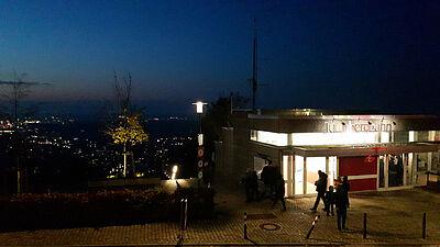 Auch rund um die Turmbergterrasse wird am Wochenende die Polizei Präsenz zeigen. Foto: cg