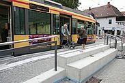 Der barrierefreie Ausbau wie hier am Schlossplatz hilft in der Mobilität eingeschränkten Fahrgästen. Foto: cg
