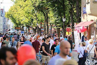Die Pfinztalstraße wird am Verkaufsoffenen Sonntag zur Flaniermeile. Foto: cg