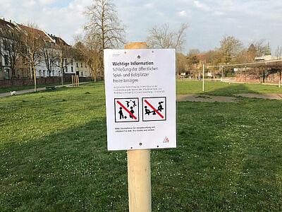 Gemeinsamer Sport ist verboten – wie hier auf dem Weiherhofgelände in Durlach. Foto: cg