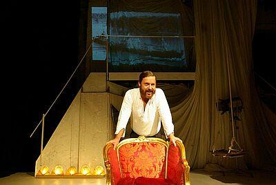 """Theater in der Orgelfabrik: """"Ein Bericht für eine Akademie"""". Foto: Samuel Degen (sade)"""