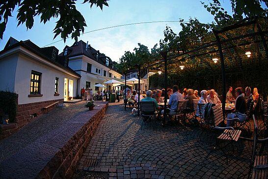 """25 Gutsausschank unter der Pergola - Auch in diesem Jahr findet der traditionelle """"Gutsausschank unter der Pergola"""" im Innenhof des Staatsweinguts Karlsruhe-Durlach statt. (42 Fotos)"""