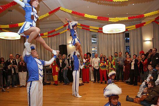 10 Rathausfastnacht - Traditionell lädt das Stadtamt Durlach im Rahmen des Durlacher Fastnachtsumzugs Gäste und Karnevalsgruppen zur Rathausfastnacht ein. (75 Fotos)