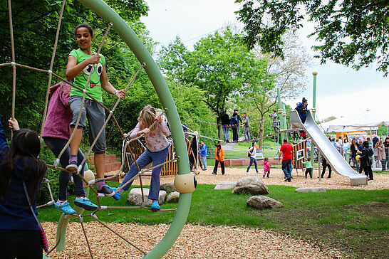 12 Einweihung: Kinderspielplatz Untermühlsiedlung - Der neu angelegte Spielplatz wurde an die Kinder der Untermühl- und Dornwaldsiedlung übergeben. (28 Fotos)