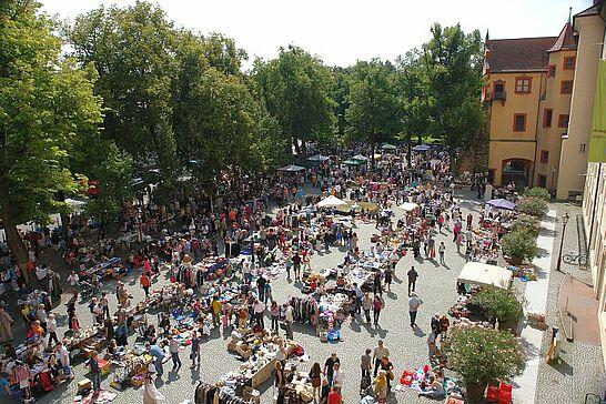 14 75. Kruschtlmarkt -  Vor dem herrlichen Hintergrund der Durlacher Karlsburg findet einer der schönsten Flohmärkte in der Umgebung statt. (37 Fotos)