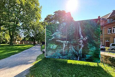 Auch bei der 2. DURLACH-ART dabei und bereits auf dem Alten Friedhof zu entdecken: großformatige Bilder der Künstlervereinigung PlakatWandKunst e.V. Foto: cg