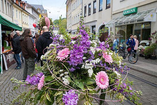 """05 Verkaufsoffener Sonntag: """"Durlach blüht auf ..."""" - Unter dem Motto """"Durlach blüht auf ..."""" konnte in der Durlacher Altstadt sonntags eingekauft werden. (51 Fotos)"""