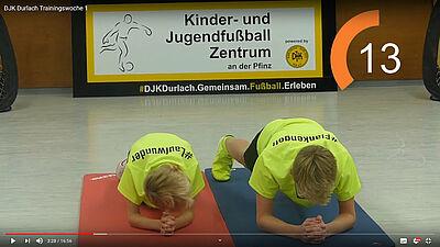 Übungen für Fußballbegeisterte zum Mitmachen und fit halten auf dem YouTube-Kanal der DJK Durlach. Grafik: Screenshot/YouTube