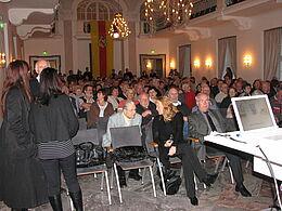 Der gut gefüllte Festsaal der Karlsburg.