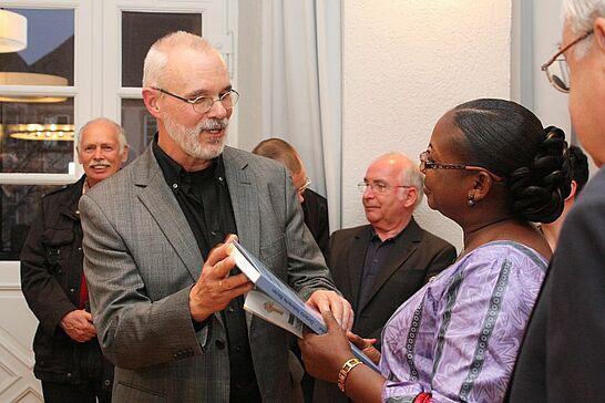 März - Im Rahmen des Meeting-Konzerts war zuerst die Botschafterin aus Burkina Faso im Durlacher Rathaus zu Gast, dann drehte sich im Gewölbe alles rund um Ostern. (2 Galerien)
