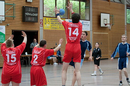 15 Heimspiel (I) - Am 15. Juni fand in der Durlacher Weiherhofhalle das 1. integrative Handballturnier Süddeutschlands statt. (37 Fotos)