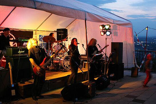 30 Walpurgisnacht auf dem Turmberg - Die Nacht der Hexen auf dem Turmberg mit Live-Musik und Bewirtung auf der Aussichtsterrasse. (32 Fotos)