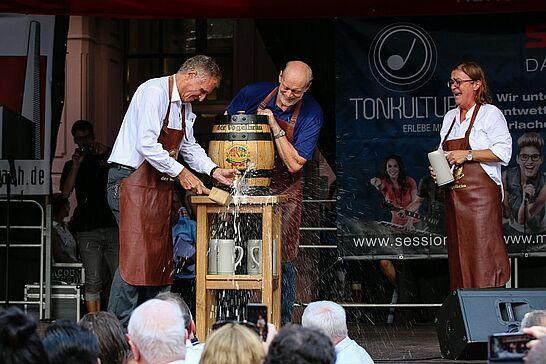 07 Durlacher Altstadtfest – Eröffnung (I) - Das 41. Durlacher Altstadtfest wurde mit Regenschauern und Stromausfall auf dem Marktplatz eröffnet. (89 Fotos)