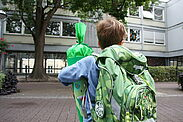 Gemeinsames Üben des Schulwegs als Vorbereitung für den Schulanfang ist wichtig. Foto: cg
