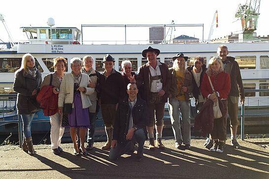 13 Oktoberfestfahrt - Der ARGE-Vorstand auf Oktoberfestfahrt mit der MS Karlsruhe inklusive Schleusengang an der Staustufe Iffezheim. (30 Fotos)