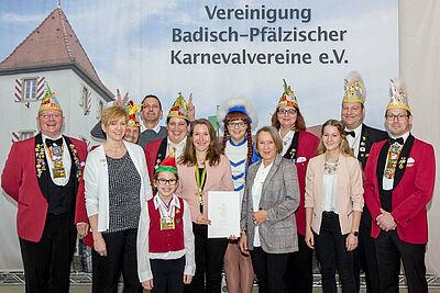 Die Delegation der KaGe 04 freute sich in Speyer gemeinsam mit Nina Kremer (hält Urkunde) über die Auszeichnung. Fotos: pm