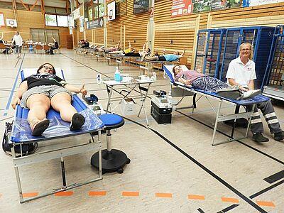 Gute Stimmung bei der Blutspende in der Weiherhofhalle. Fotos: pm