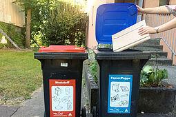Papier, Pappe und Kartonagen gehören in die blaue Tonne. Foto: Stadt Karlsruhe