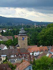 Blick von der Stadtkirche auf den Basler-Tor-Turm. Foto: cg