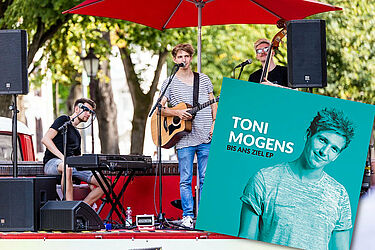 "Toni Mogens: Seine neue CD ""Bis ans Ziel"" EP. Foto: cg / Grafik: pm"