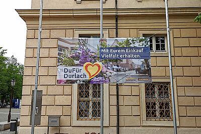 #DuFürDurlach-Banner an der Karlsburg. Foto: om