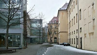 Die drei Pavillions der Schloss-Schule sollen durch einen Neubau ersetzt werden. Foto: cg