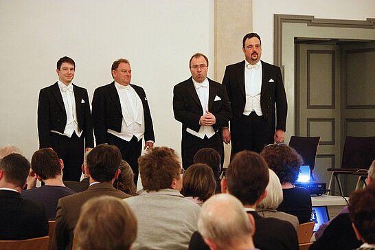 März - Die Lebenshilfe-Stiftung feiert 10-jähriges, die Turnados spielen in der SAP-Arena und erstmals werden ehrenamtlich Engagierte in Durlach geehrt (5 Galerien)