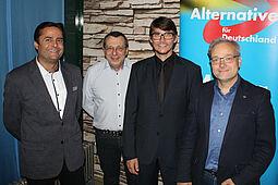 Paul Schmidt kandidiert (2. von rechts) als Oberbürgermeisterin in Karlsruhe. Foto: pm