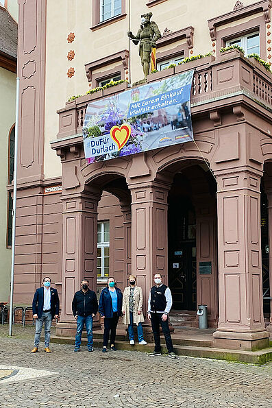 #DuFürDurlach-Banner am Rathaus. Foto: pm