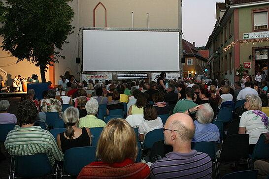21 Sommerkino - Open-Air-Erlebnis mit Biergarten-Atmosphäre auf dem Saumarkt. (15 Fotos)