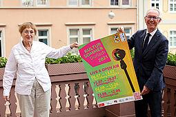 Hildegund Brandenburg (OrgelFabrik-Verein) und Thomas Rößler (Stadtamt Durlach) stellten das diesjährige Programm vor. Foto: cg