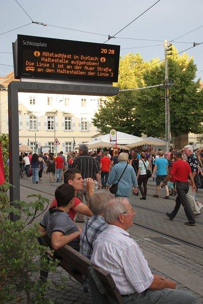 ÖPNV während des Durlacher Altstadtfests. Foto: cg