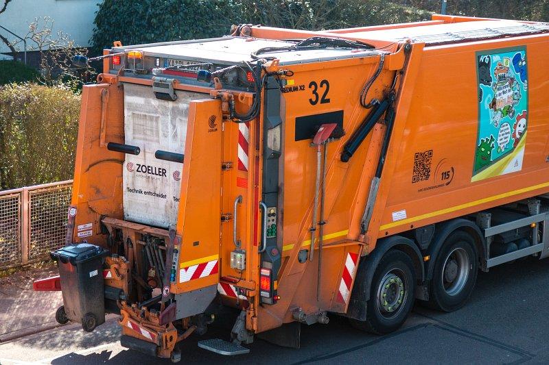 Müllabfuhr Hat Mülltonne Mitgenommen
